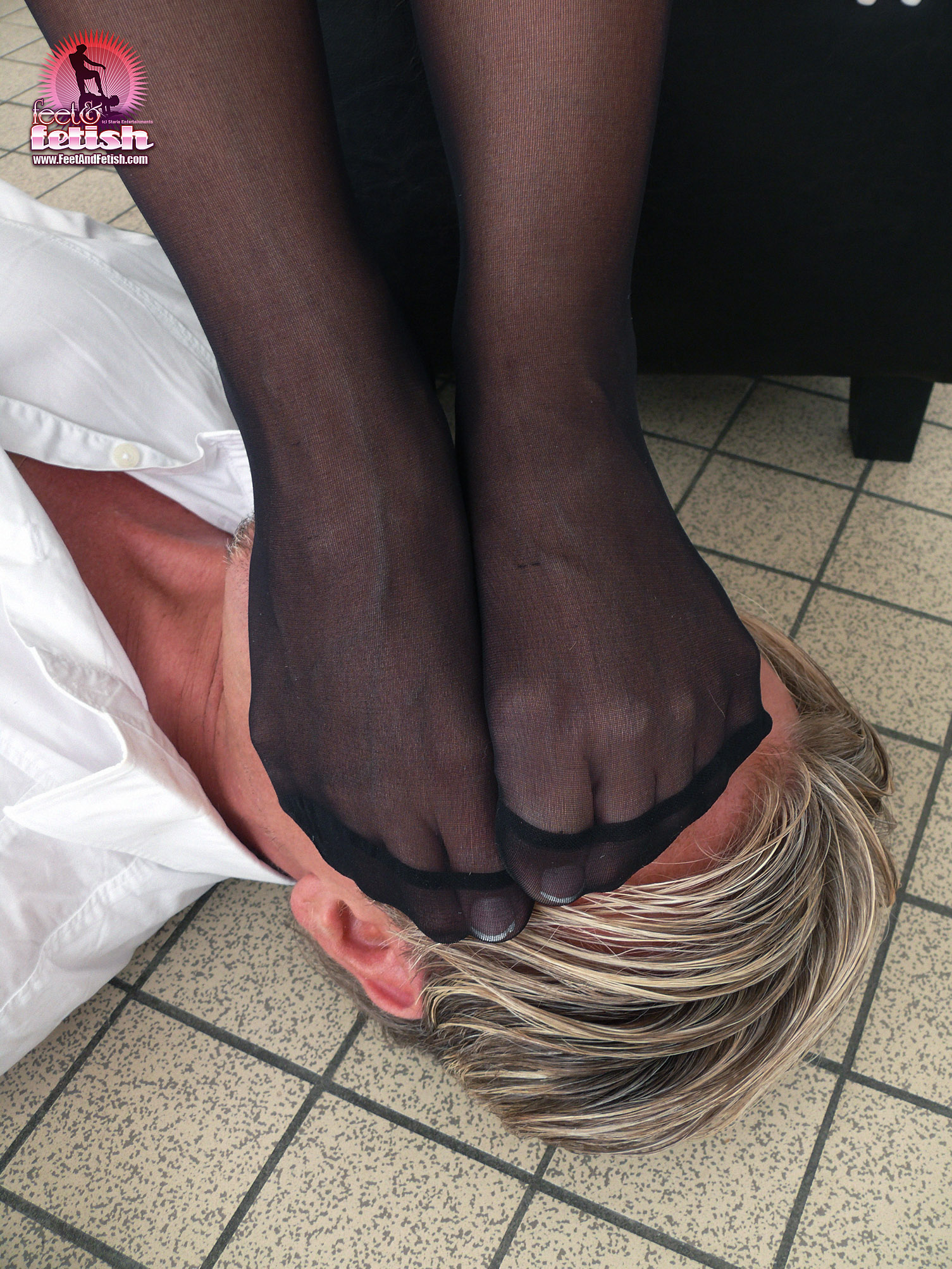 Feet worship mistress nicole in flipflops