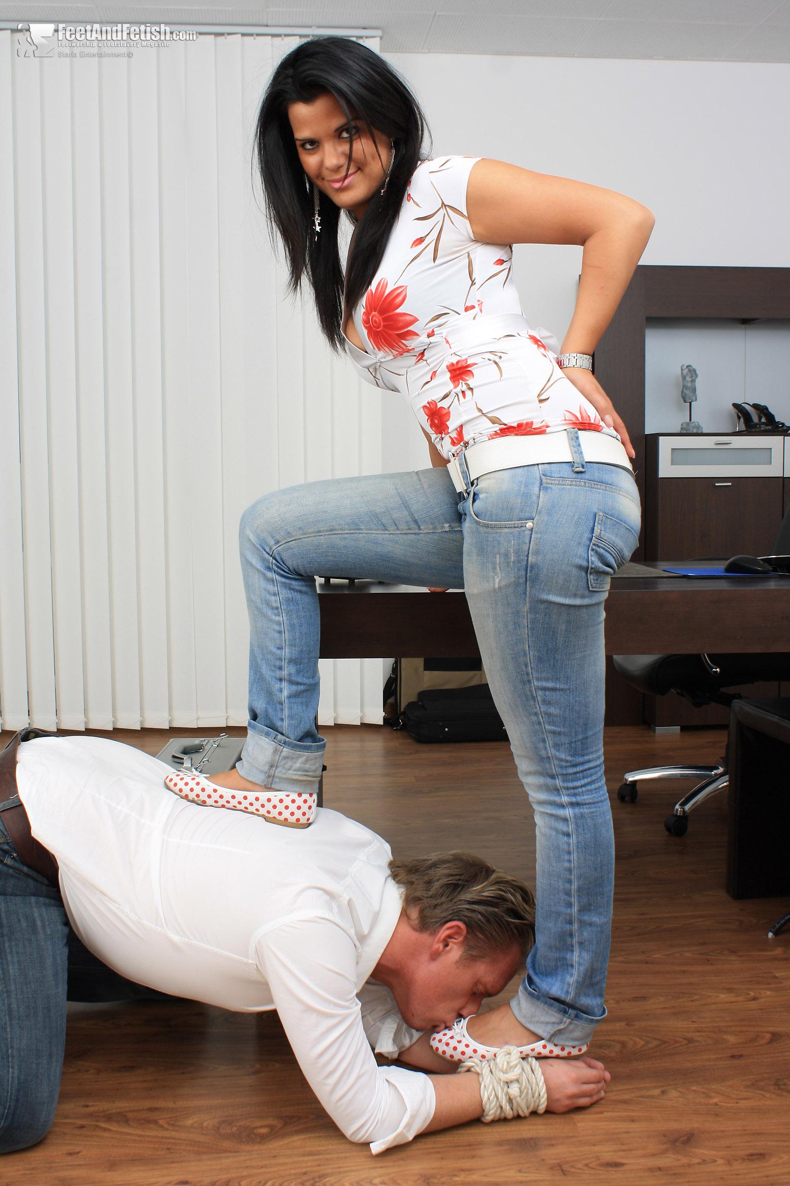 2 mistresses 2 slaves 2 whips - 2 4