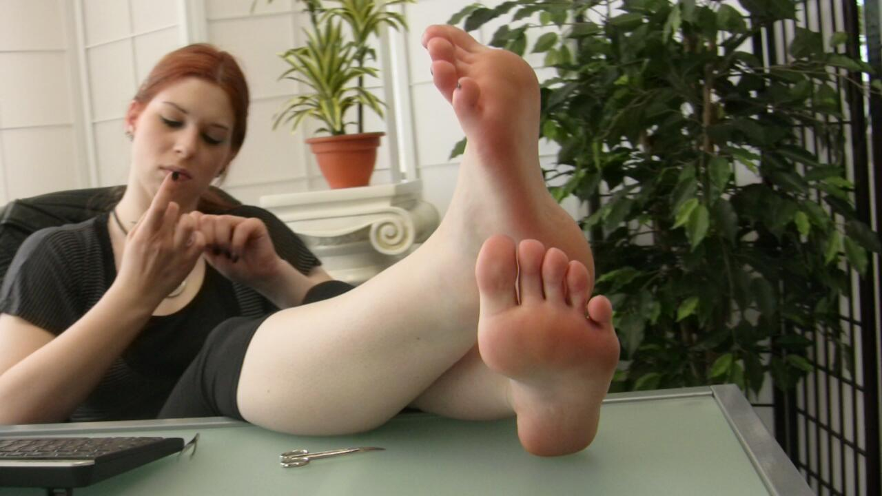 Lick from underneath mistresses toenails